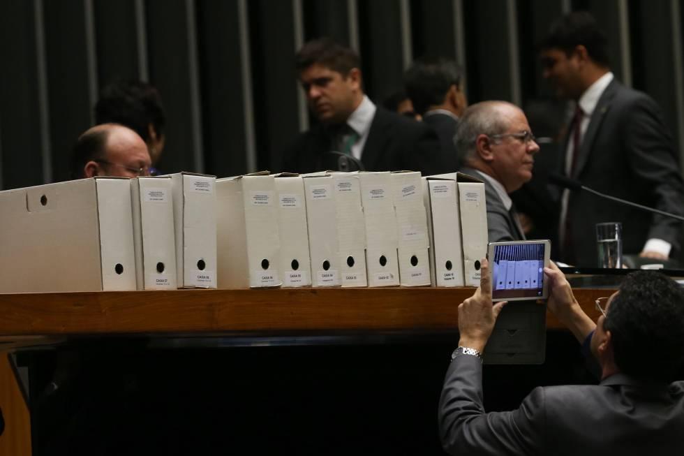 O processo contra Cunha durante a leitura do parecer pela cassação.
