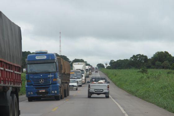 Trecho da BR-163 próximo à cidade de Jaciara, no Mato Grosso, que será duplicado.