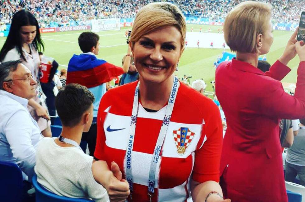 A presidenta da Croácia, Kolinda Grabar-Kitarović, com a camiseta croata durante uma das partidas da Copa da Rússia 2018.