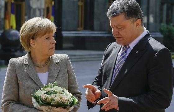 Merkel e Poroshenko, em Kiev.