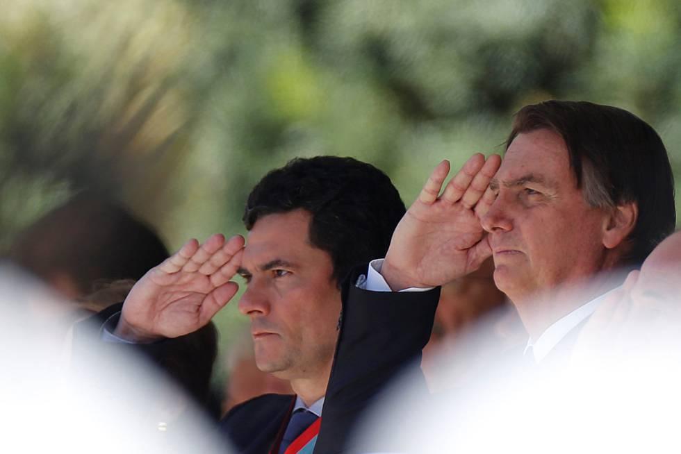 Bolsonaro e Moro durante cerimônia nesta terça-feira.
