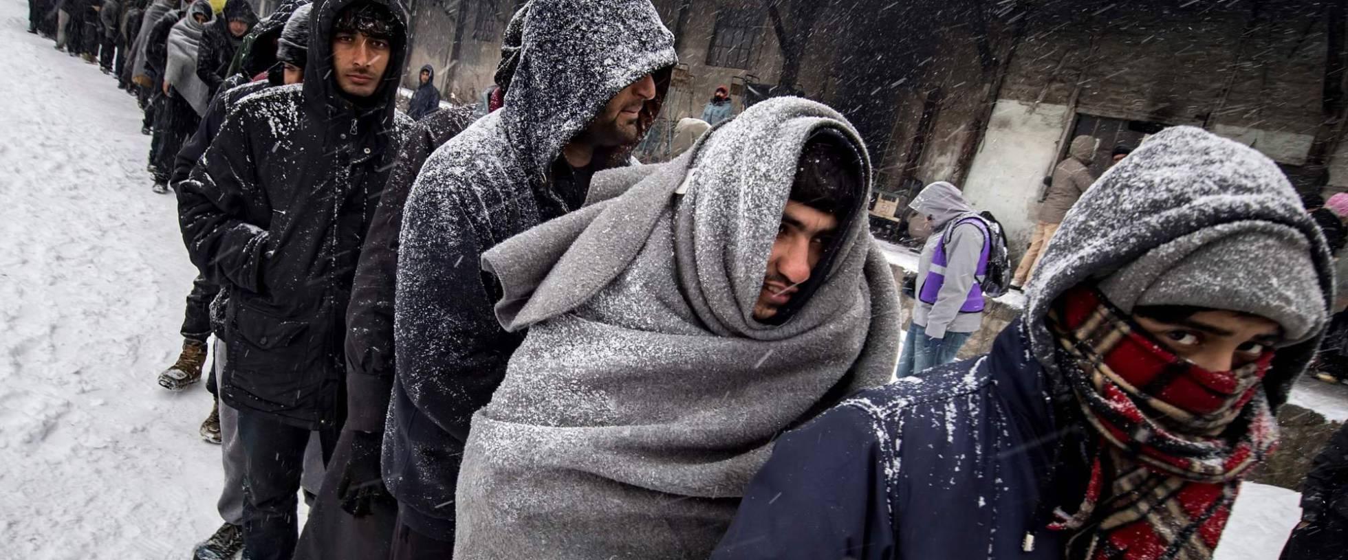 Imigrantes em um refúgio de Belgrado.