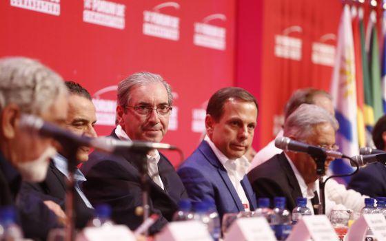 Eduardo Cunha (centro) compõem mesa em evento do Lide, na Bahia.