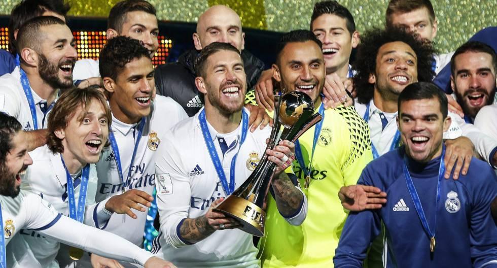 Os jogadores do Real comemorando o Mundial de Clubes.