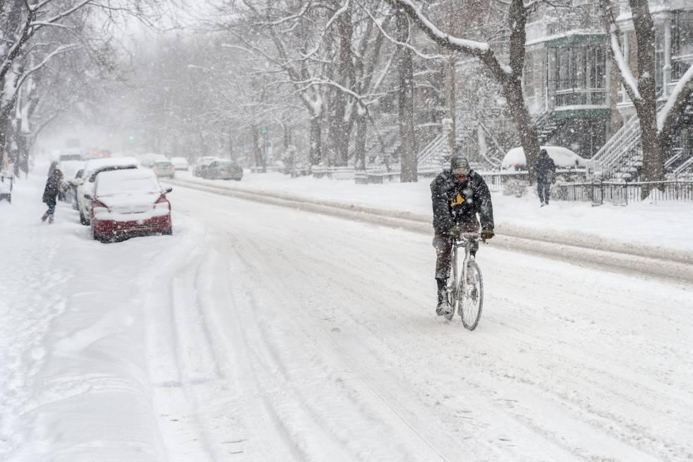 Ciclista em Montreal, no Canadá.