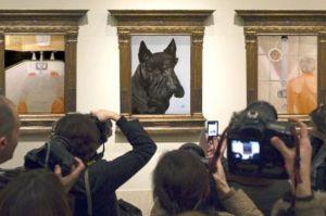 Fotógrafos registram quadro pintado por George W. Bush.