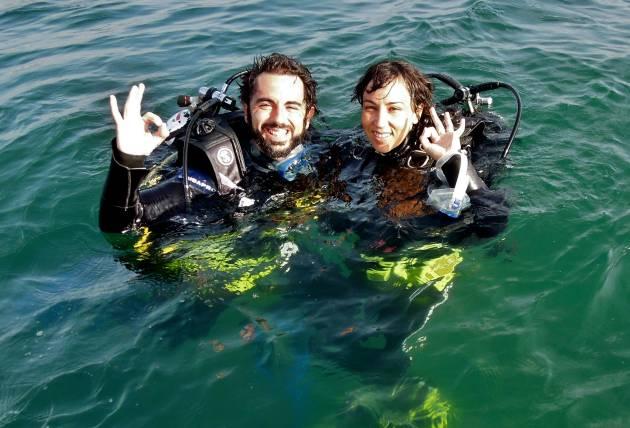 María e eu, mergulhando de novo, um mês após o naufrágio.