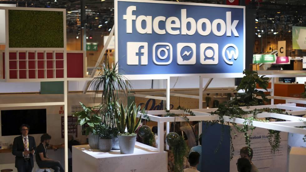Expositor do Facebook em uma feira tecnológica em Paris.