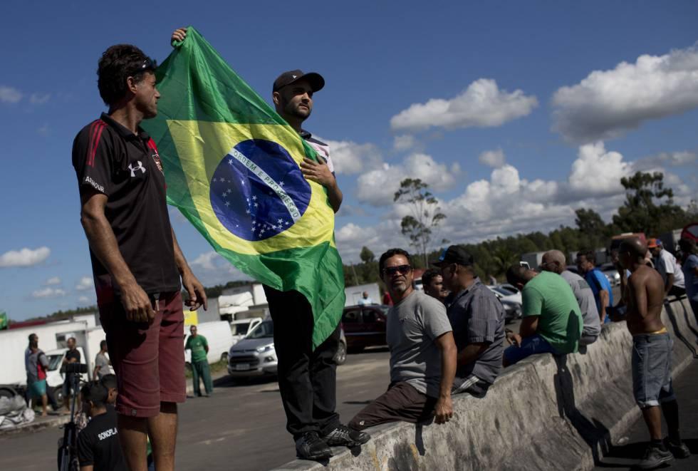 Paralisação de caminhoneiros no Rio de Janeiro, na terça-feira.