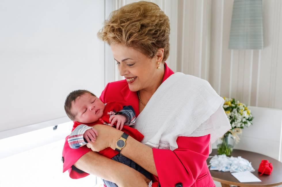 Dilma e o neto Guilherme, que nasceu nesta quinta.
