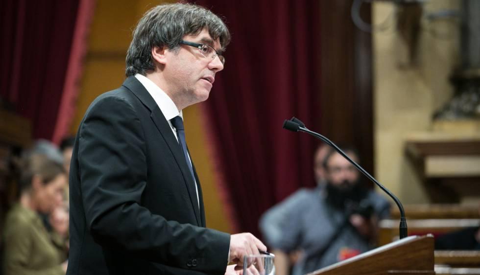 Carles Puigdemont nesta terça-feira, durante seu discurso no Parlamento catalão.