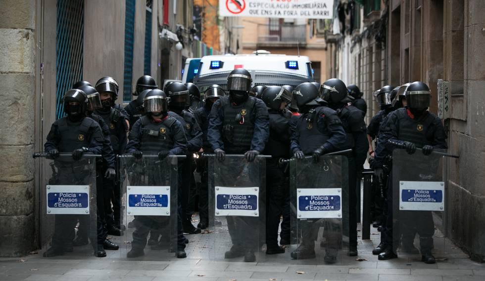 Manifestació contra la política repressiva, unionista i anti-social del Govern Mas. MX5WXFI246PDVX7MBMU4Z7AJBA