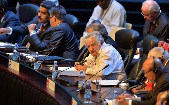 O presidente do Uruguai, José Mujica (de branco), durante a cúpula em Cuba.