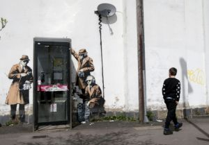 Spy Booth, obra de Banksy em Cheltenham, Inglaterra.