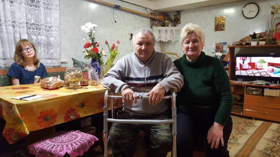 Viacheslav Khohriakhov e Ludmila Khohriakhova trabalharam a vida inteira na fábrica que produz os fuzis
