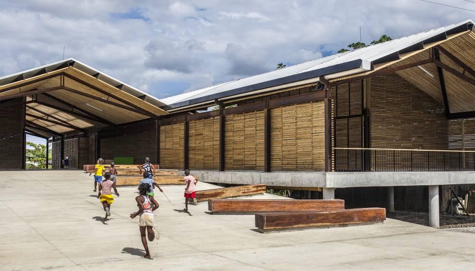 O projeto colombiano na floresta eleva os edifícios para evitar inundações.
