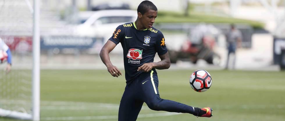 Luiz Gustavo, em treino da seleção.
