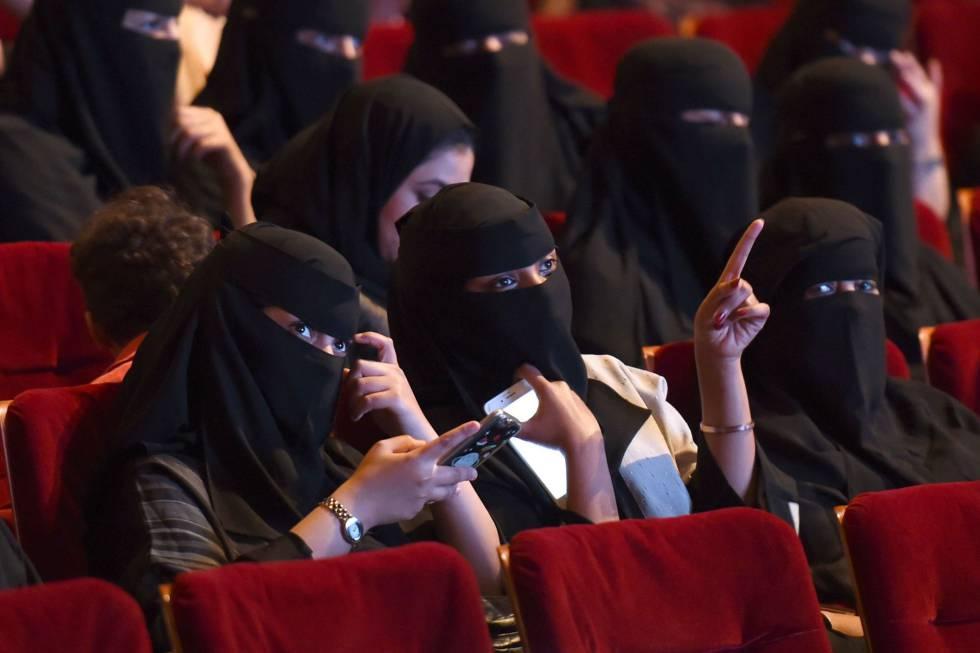 Mulheres sauditas num festival de curta-metragens realizado em outubro em Riad.