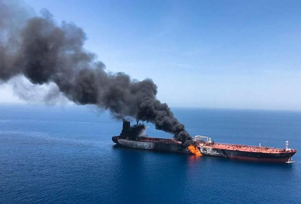 Um dos barcos que teriam sido atacados no golfo de Omã.