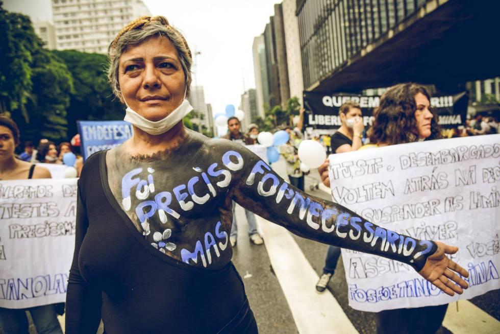 Protesto pela regularização da 'fosfo' na Avenida Paulista, em novembro de 2015.