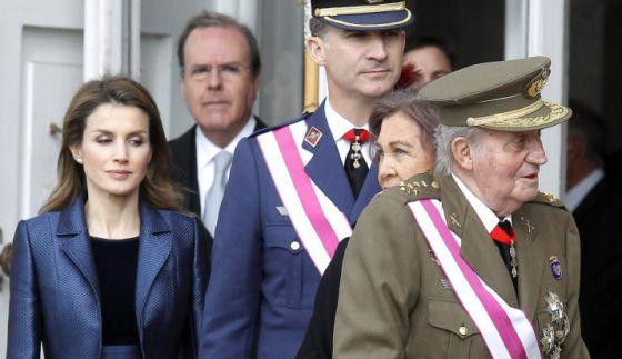 Dona Letizia, o príncipe Felipe e os Reis na Páscoa Militar.