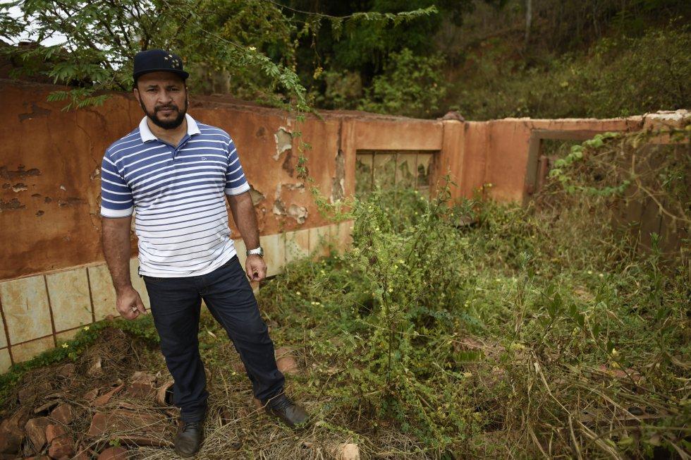 A lama de rejeitos destruiu a casa e a mercearia de Joubert Castro, em Gesteria, a 60km de Mariana. Hoje ele e a família vivem em uma casa alugada em Mariana.