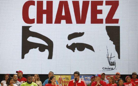 Maduro fala durante comício em 30 de novembro.