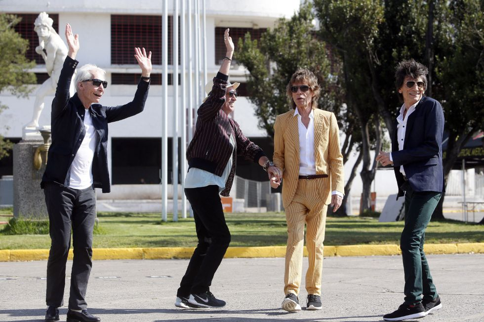 A banda britânica The Rolling Stones (e-d) Charlie Watts, Keith Richards, Mick Jagger e Rum Wood perto do estádio Nacional Santiago de Chile (Chile).