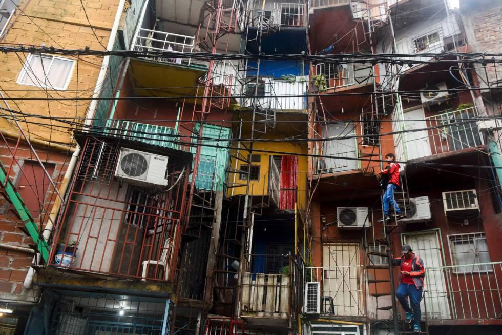 Frentes de casas na Vila 31 de Buenos Aires.