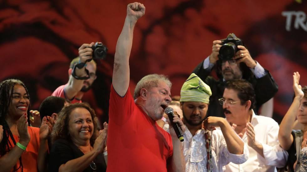 Lula discursa no Fórum Social Mundial de Salvador (BA) em março deste ano