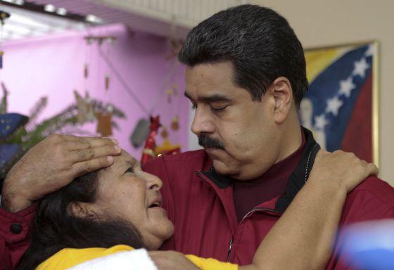 Maduro e uma simpatizante em Cumaná (Venezuela).