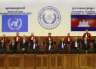 Dois líderes do Khmer são condenados por crimes contra a humanidade na primeira sentença contra o regime de Pol Pot