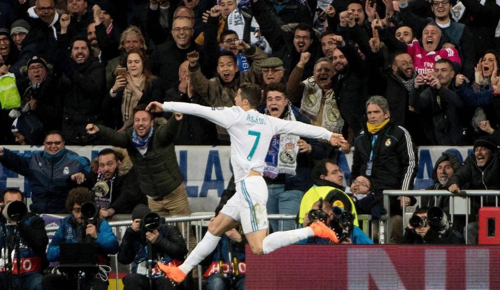 Cristiano Ronaldo comemora gol contra o PSG no Bernabéu.