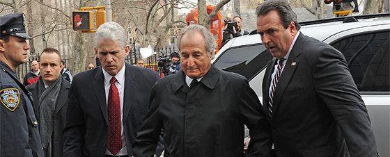 Bernard Madoff chega a um tribunal de Nova York, em março de 2009.