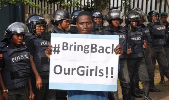 Protesto na terça-feira na Nigéria exigindo a libertação das estudantes.