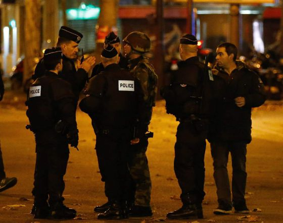 Polícia francesa busca pistas sobre terroristas