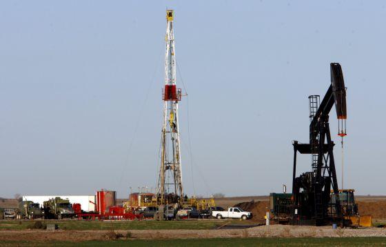 Um poço de extração de petróleo nos Estados Unidos