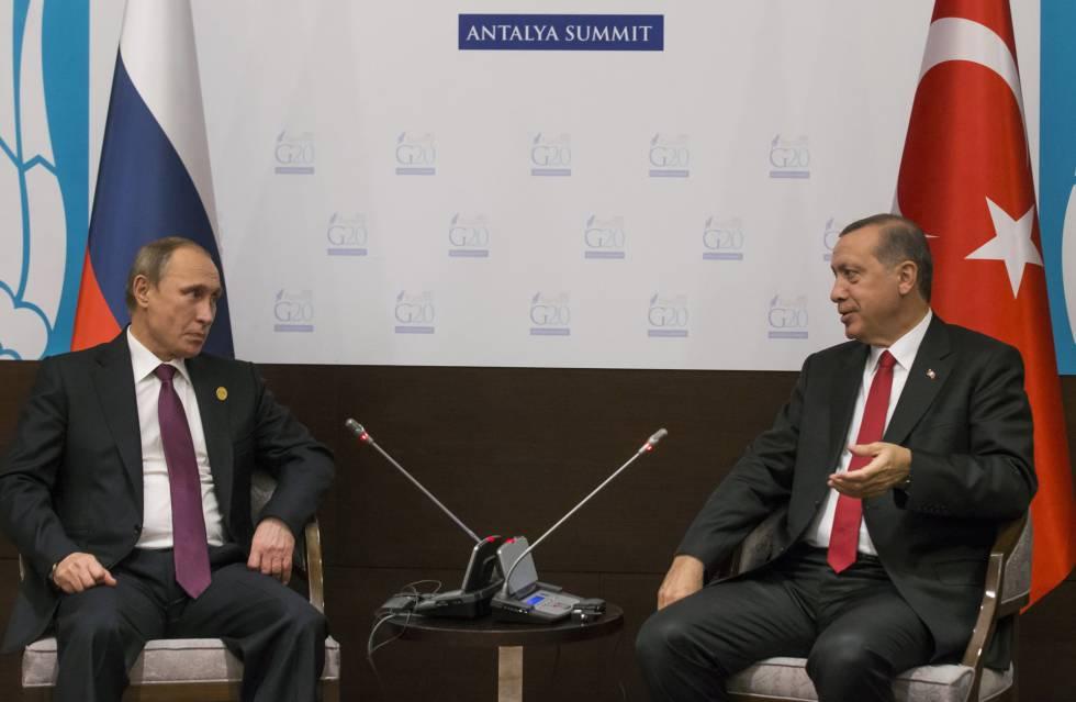 Os presidentes da Rússia Vladimir Putin, e Turquia, Recep Tayyip Erdogan, em um encontro em 2015.