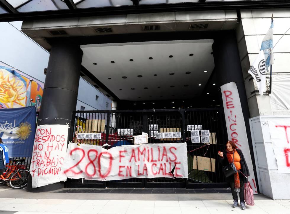 Manifestação contra demissões na Argentina.
