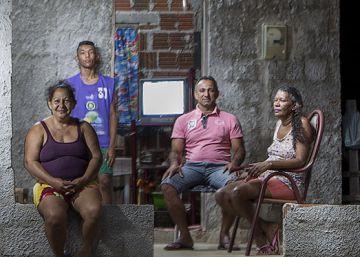 Dona Dulce pediu 4.000 reais, investiu-os em seu negócio de vassouras artesanais e conseguiu quintuplicar a renda mensal