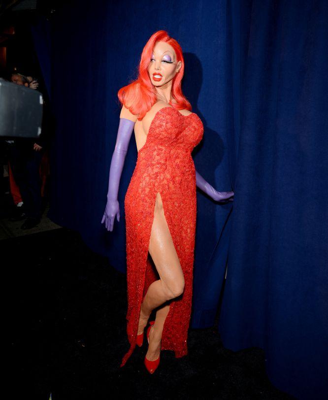 Heidi Klum na sua chegada ao 'Halloween Party' em Nova York caracterizada como Jessica Rabbit.