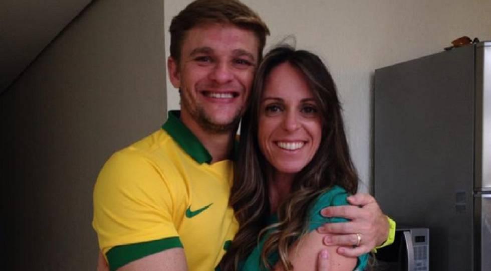 Thiago e a esposa Gabriela, que faleceu no ano passado.