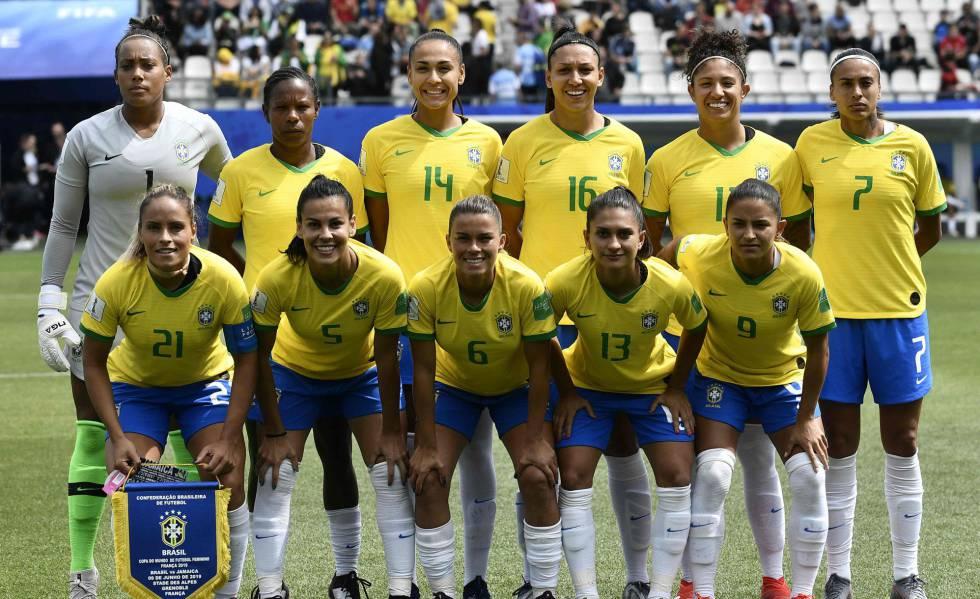 Seleção estreou vencendo a Jamaica por 3 a 0.