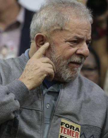 Lula participa de ato contra propostas de reforma trabalhista.