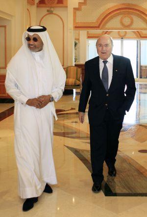 Bin Hammam e Blatter, em Doha.
