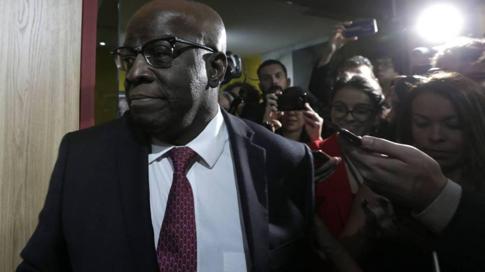 Joaquim Barbosa ao chegar à sede do PSB no dia 19 de abril.