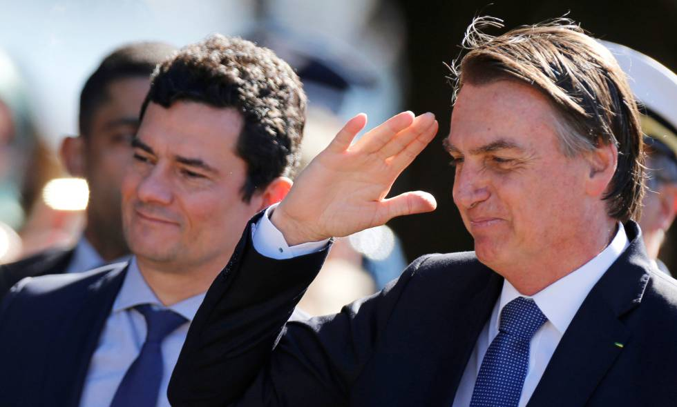 Presidente Jair Bolsonaro em cerimônia na qual condecorou o ministro Sergio Moro.