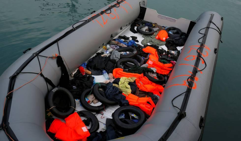 Bote cujos integrantes foram resgatados no Mediterrâneo em 15 de janeiro de 2019.