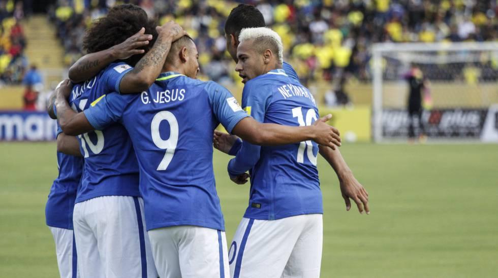 Brasileiros comemoraram gol de Gabriel Jesus contra o Equador.