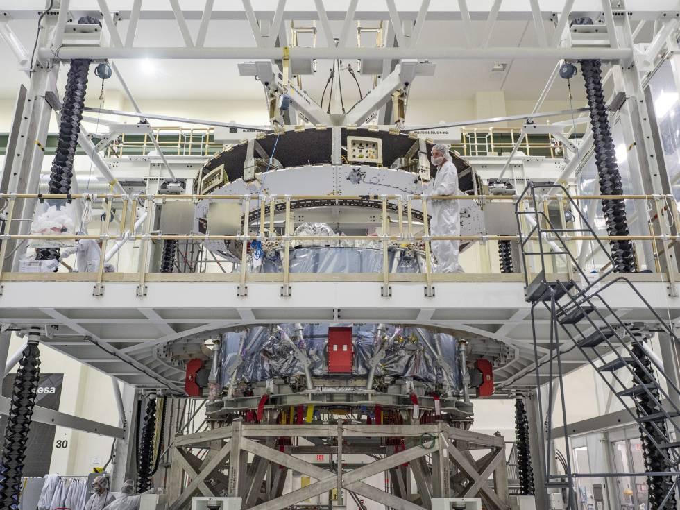 O módulo de serviço da Orion, no Centro Espacial Kennedy.